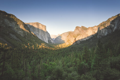 USA, California, Yosemite National Park, Tunnel View Point at sunset - EPF00249