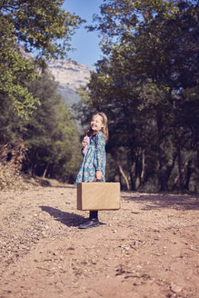 Laughing girl with a vintage suitcase - XCF00122