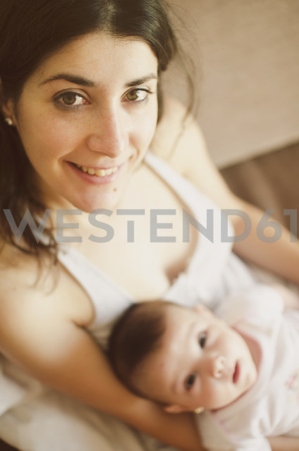 Portrait of smiling mother with her baby - JASF01460