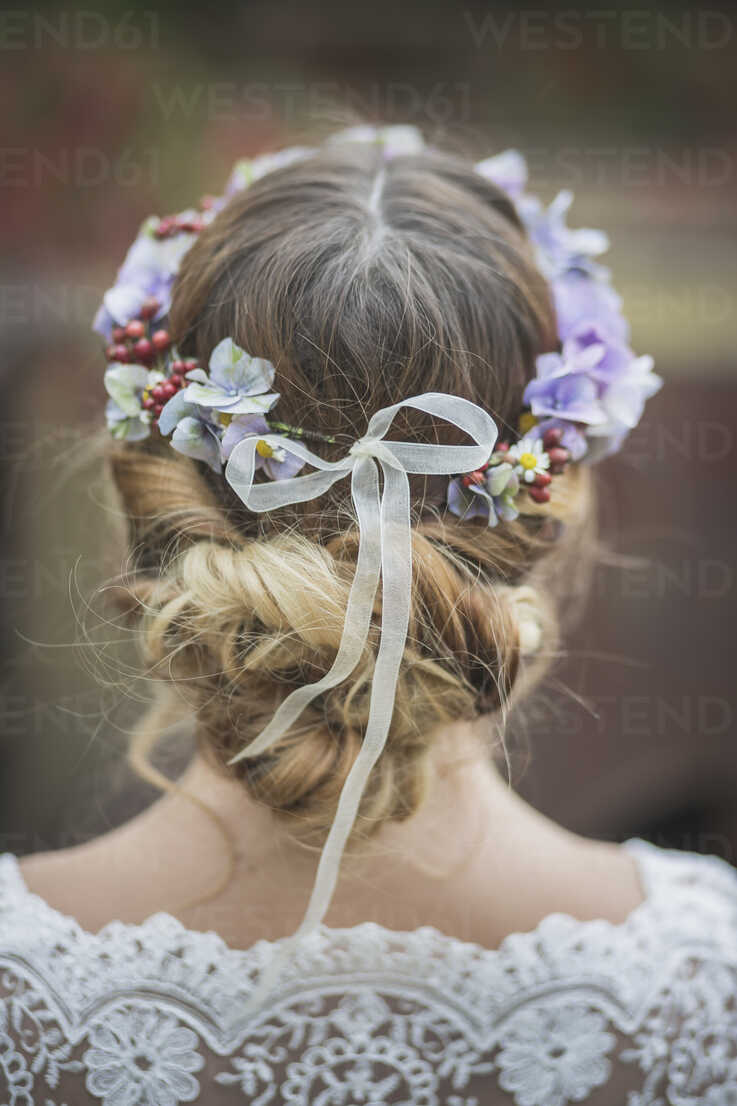Close-up of bride wearing floral hair wreath - ASCF00696 - Anke Scheibe/Westend61