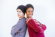 Portrait of young couple back to back in front of white background - SIPF01303