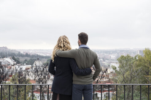 Spain, Madrid, couple looking at the city - ABZF01778