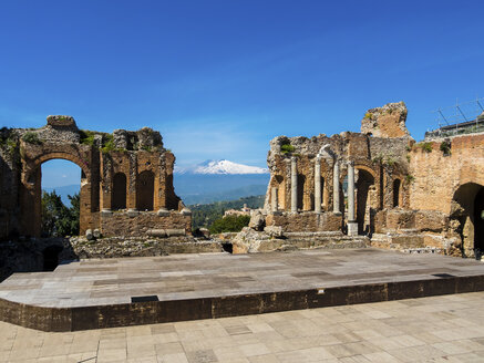 Italy, Sicily, Taormina, ruins of Teatro Greco with Mount Etna in the background - AMF05203