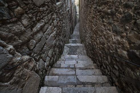 Spain, Girona, narrow staircase at El Call - ABOF00144