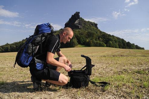 Germany, Saxony, Saxon Switzerland, Lilienstein, man preparing climbing equipment - BTF00474