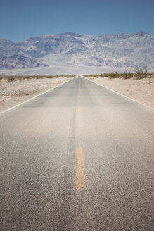 USA, California, Death Valley, deserted highway - EPF00266