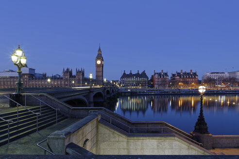 UK, London, River Thames, Big Ben, Houses of Parliament and Westminster Bridge at dusk - GFF00922