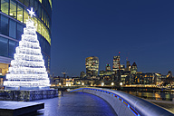 UK, London, skyline with office towers and Christmas tree at night - GF00937