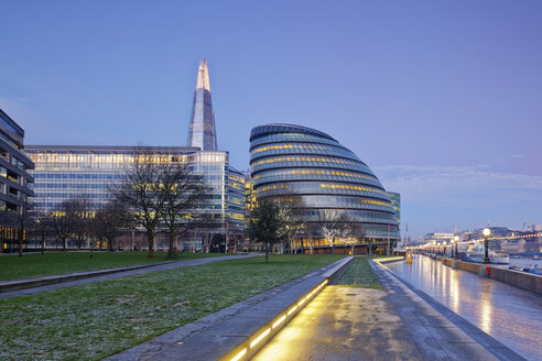 UK, London, Southwark with City Hall and The Shard at dusk - GFF00940