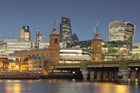 UK, London, skyline with office towers and Cannon Street Railway Bridge at dusk - GFF00955