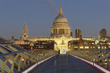 UK, London, St Paul's Cathedral and Millennium Bridge at dusk - GF00958