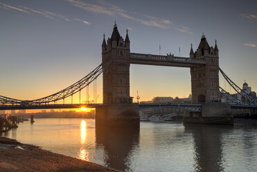 UK, London, River Thames with Tower Bridge at sunset - GF00967