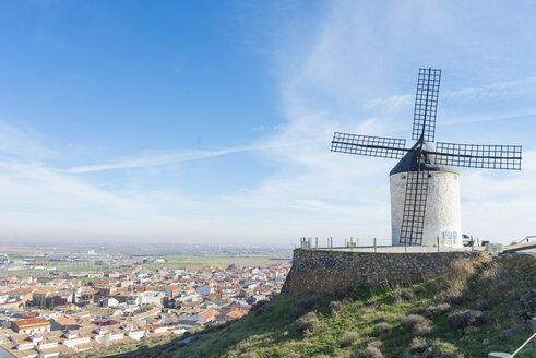 Spain, Castile-La Mancha, Consuegra, windmill at sunlight - SKCF00239