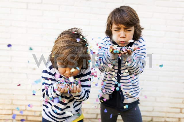 Boys blowing colorful confetti from there hands - VABF01009