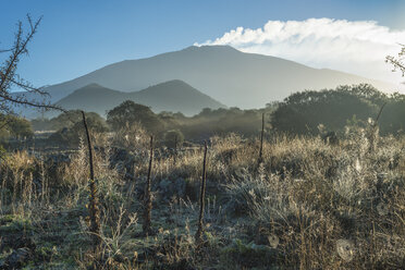 Italy, Sicily, plateau Piano dei Grilli with Mount Ruvolo and Mount Etna in the background - HWOF00206