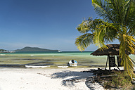 Cambodia, Koh Rong Sanloem, Saracen Bay, beach with palm and moored motorboat - PCF00309