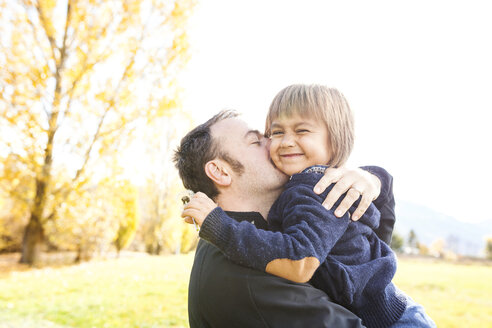 Father kissing his little son - VABF01028
