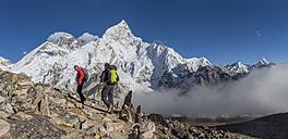Nepal, Himalaya, Khumbu, Everest region, Trekkers and Nuptse - ALRF00800