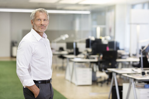 Portrait of confident businessman in office - PESF00496
