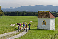 Germany, Bavaria, Faistenberg, family on a bicycle tour - LBF01525