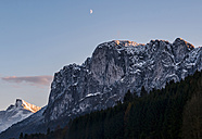 Austria, Mondsee, half moon over Drachenwand - WVF00796