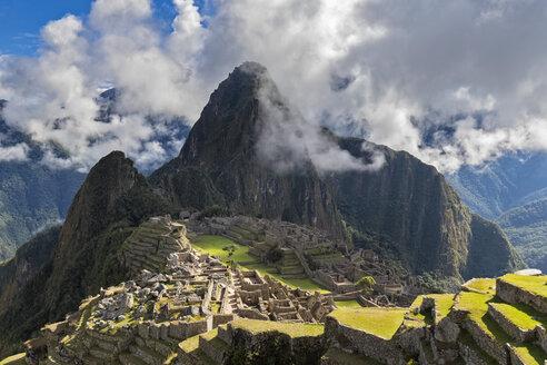 Peru, Andes, Urubamba Valley, Machu Picchu with mountain Huayna Picchu - FOF08769