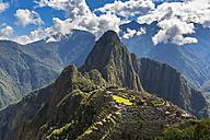 Peru, Andes, Urubamba Valley, Machu Picchu with mountain Huayna Picchu - FOF08772