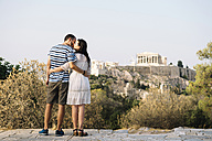 Greece, Athens, couple kissing at Areopagus with The Acropolis and Parthenon in the background - GEMF01429