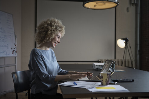 Woman having a video conference in office - RBF05563