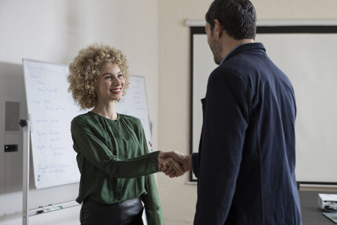 Man and woman shaking hands in office - RBF05578