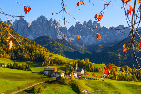 Italy, South Tyrol, Funes Valley, Odle group in autumn - LOMF00477