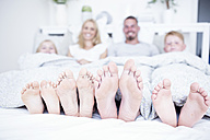Feet of family lying in bed - WESTF22574