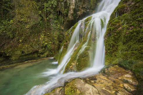 Spain, Orbaneja del Castillo, waterfall - DHCF00056