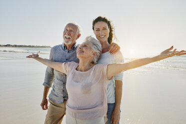 Senior couple with adult daughter on the beach - RORF00540