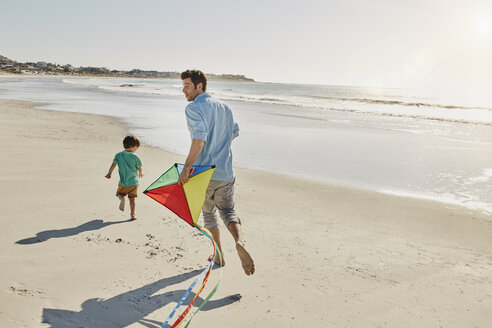 Father and little son playing with kite on the beach - RORF00555