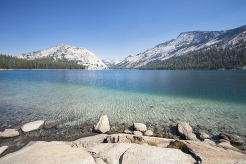 USA, California, Yosemite National Park, mountain lake - EPF00293