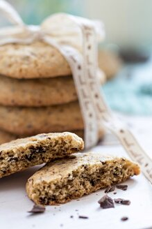 Two halves of flapjack with chocolate chips - YFF00622