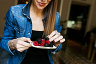 Young woman eating berries - VABF01061