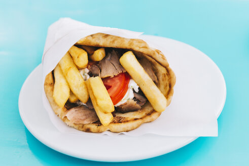 Greece, Pita bread with chicken Souvlaki, French fries and Tzatziki - GEMF01461