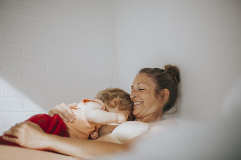 Mother and little daughter cuddling - DWF00255