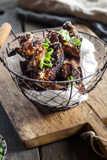 Chicken wings with sesame seeds and spring onions - SBDF03134