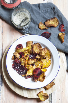 Homemade vegetable chips made of beetroots and turnips with sea salt - SBDF03137