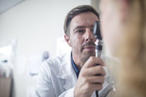 Doctor using an otoscope - ZEF12742