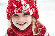 Little girl having fun in winter, portrait - FSF00769