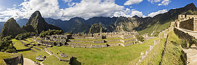 Peru, Andes, Urubamba Valley, Machu Picchu with mountain Huayna Picchu, Main Square and temple of three windows - FOF08813