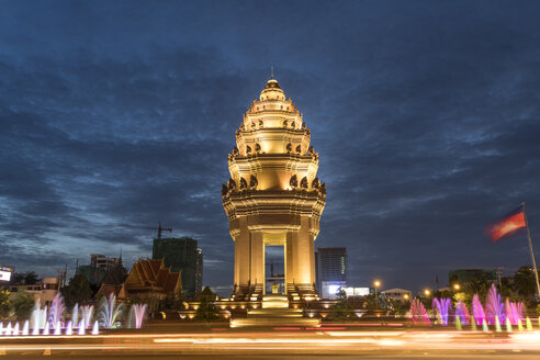 Cambodia, Phnom Penh, Independence Monument at dusk - PCF00321