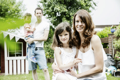 Happy family in the garden - JATF00966