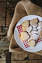 Heart-shaped shortbreads sprinkled with icing sugar on napkin and plate - GIOF01780