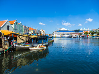 Curacao, Willemstad, cruise liner anchoring - AM05248
