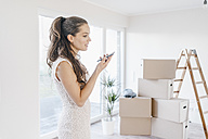 Mature businesswoman moving into her new home - JOSF00499
